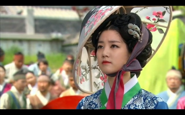Gisaeng sporting a beautiful hat.  Women had cray-cray hats too way back when.
